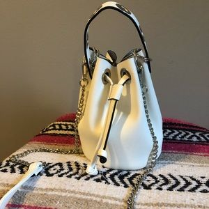 White bucket bag cute never used!